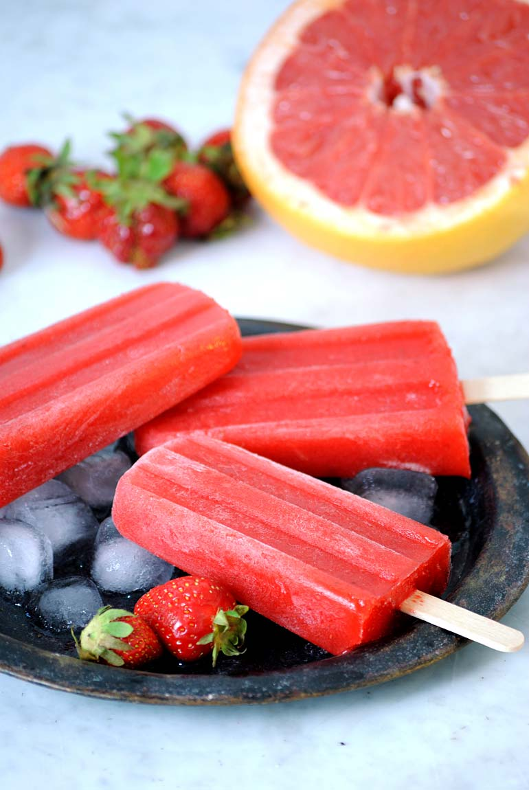 Erdbeer-Grapefruit-Popsicles